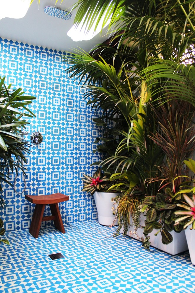 Inspiration for a mediterranean outdoor patio shower remodel in Los Angeles