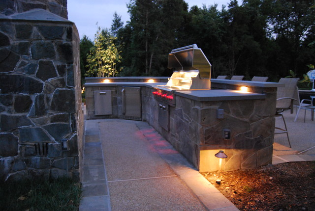 Aldie Pool, Patio, & Outdoor Kitchen traditional-patio