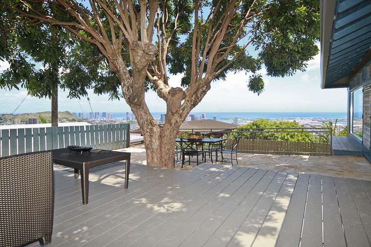 Inspiration for a contemporary patio remodel in Hawaii