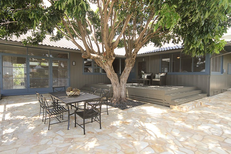 Patio - contemporary patio idea in Hawaii