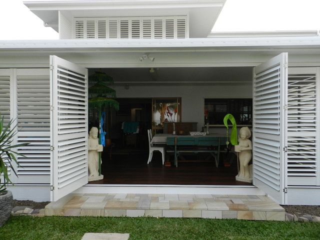 Delightful Design Ideas For A Large Modern Front Yard Patio In Brisbane With Decking  And A Roof