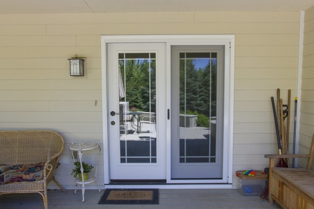 andersen patio door with prairie style grid paired with hardie siding
