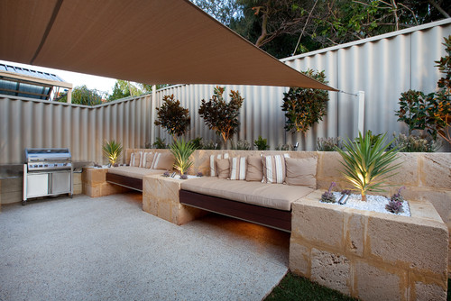 Outdoor patio daybed with canopy