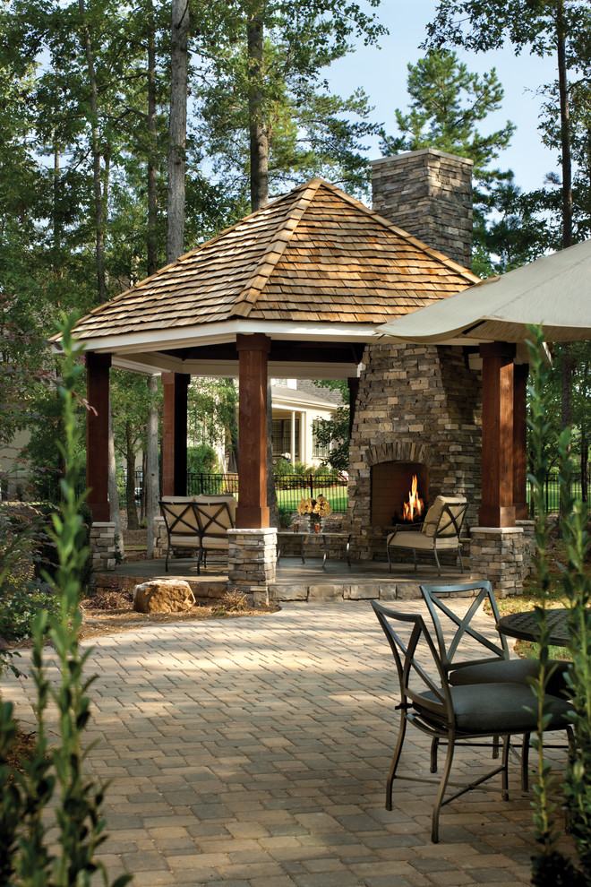 Example of a classic patio design in Tampa with a fire pit