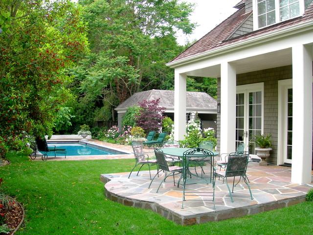 http://st.houzz.com/simgs/33a1b6e70091b801_4-7111/traditional-patio.jpg