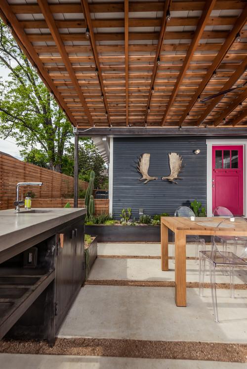 This Houston Backyard Beats The Summer Heat In Style