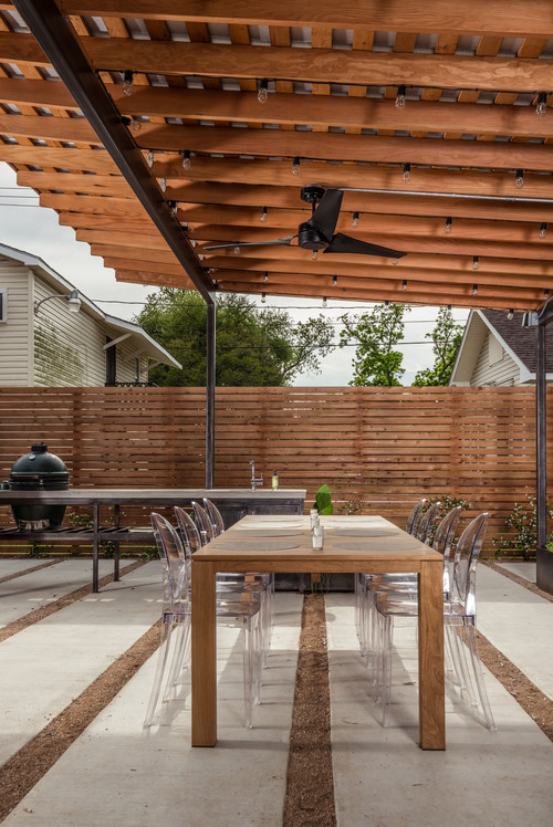Modern outdoor room is something cool in the texas heat for Garden rooms finance