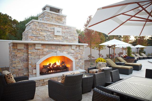 Backyard Luxury Resort traditionalpatio