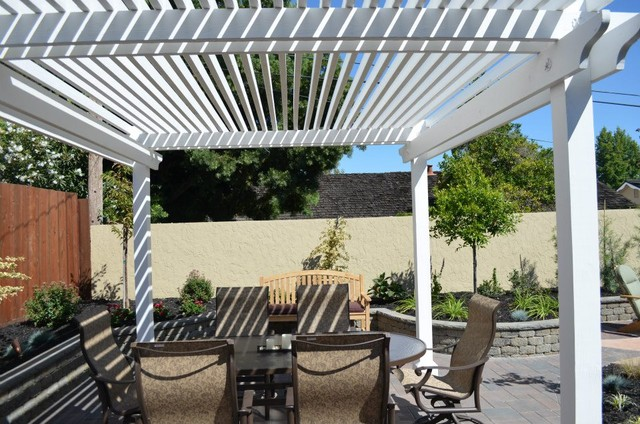Backyard pergola shade structures traditional patio for Small patio shade ideas