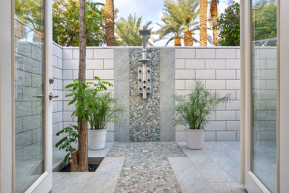 Inspiration for a contemporary outdoor patio shower remodel in Phoenix