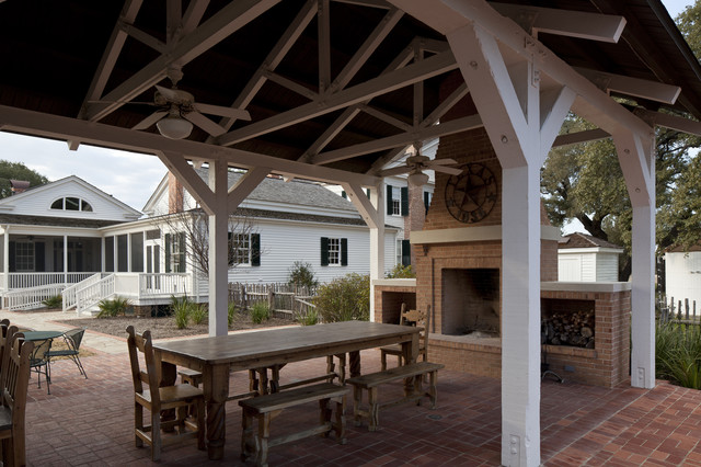 Bastrop County Plantation House traditional-patio