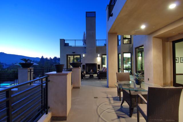 Example of a minimalist patio design in Los Angeles