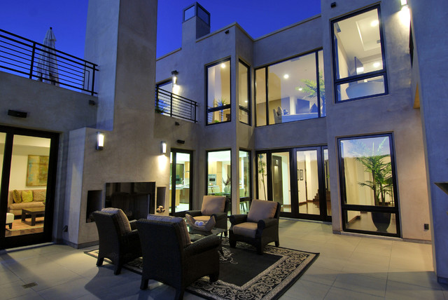Inspiration for a modern patio remodel in Los Angeles
