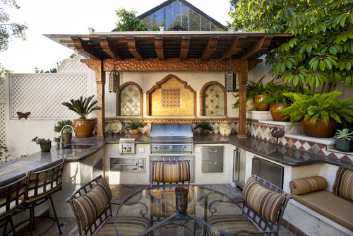 entertaining in your outdoor kitchen