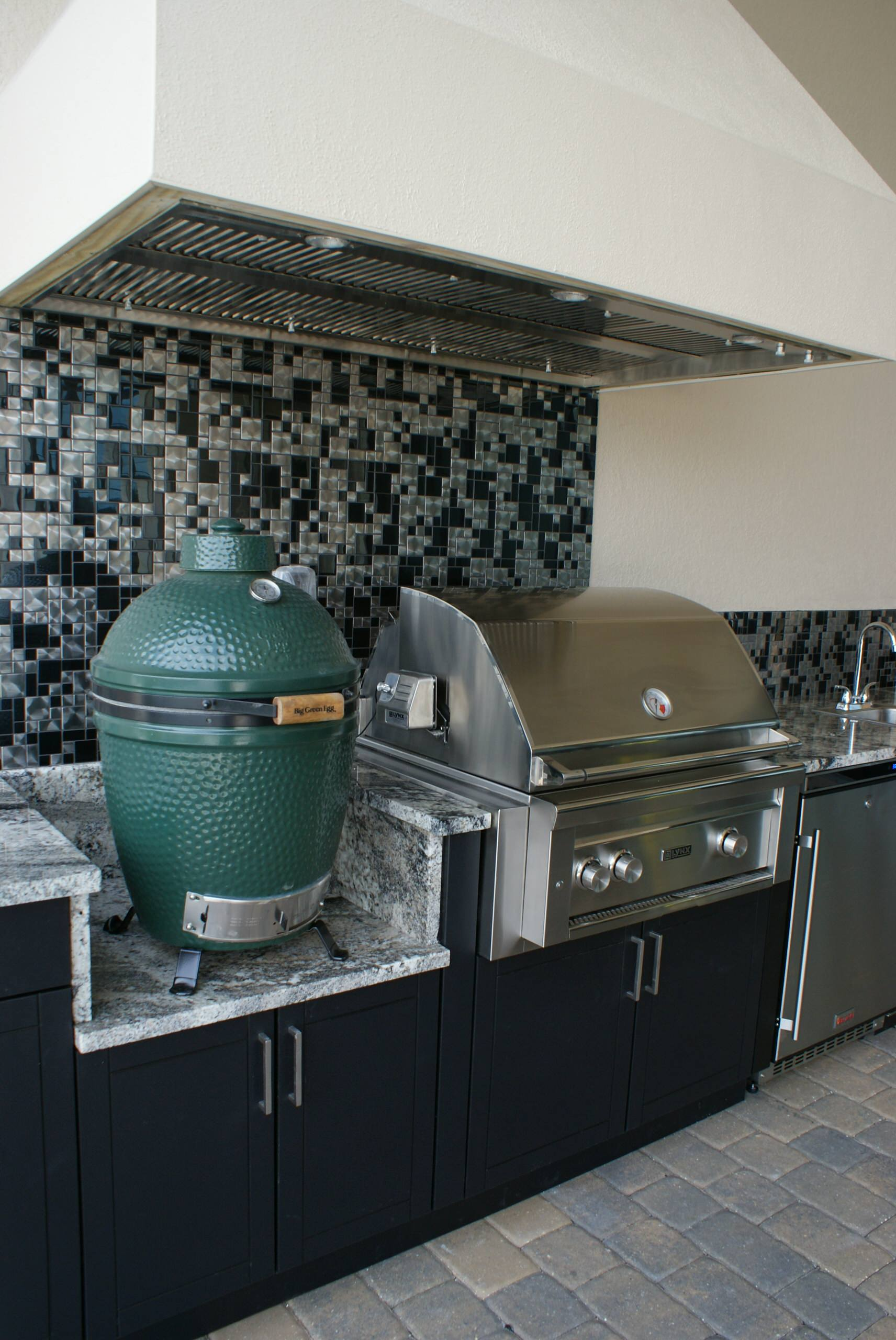 Outdoor Kitchen With Green Egg Houzz