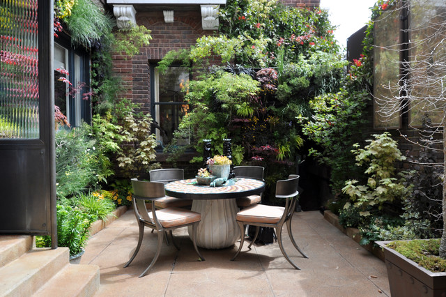 Birds of prey courtyard garden by living green for Home garden design houzz