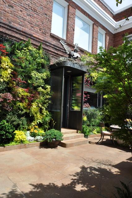 Birds of Prey Courtyard Garden by Living Green contemporary-patio
