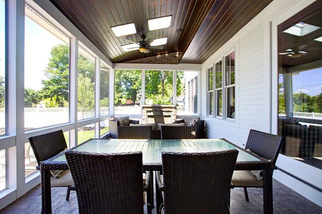 Birmingham Farm House farmhouse-patio