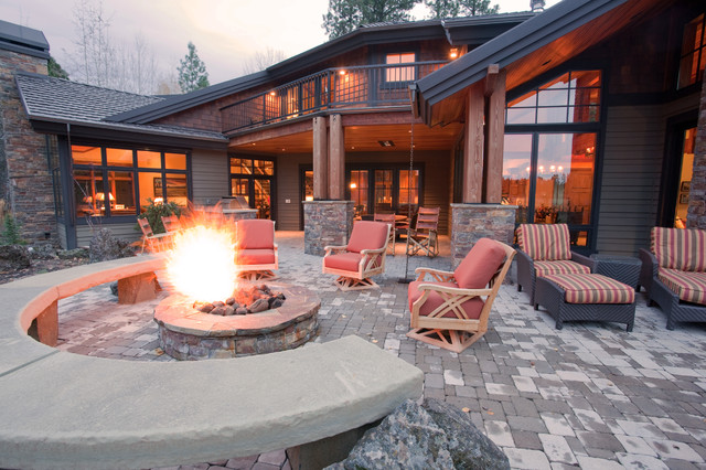 Black Butte home in Central Oregon traditional-patio