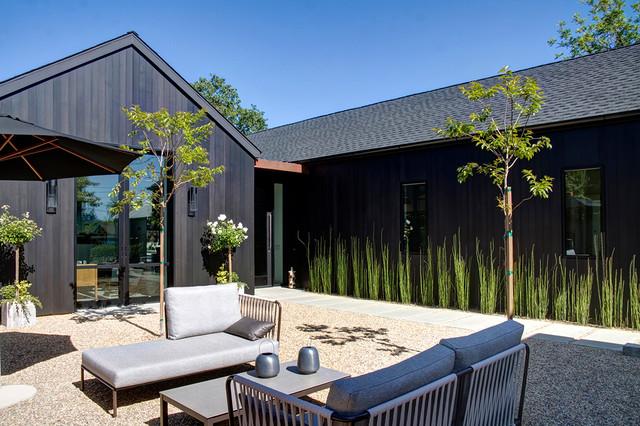 Black Is The New Farmhouse farmhouse-patio