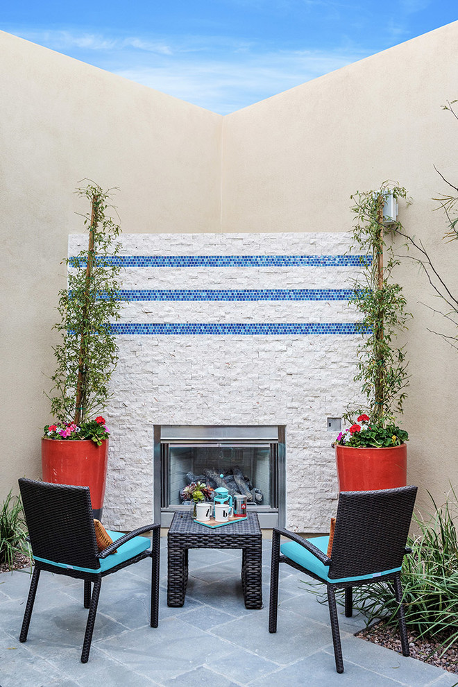 Imagen de patio actual, sin cubierta, en patio, con chimenea
