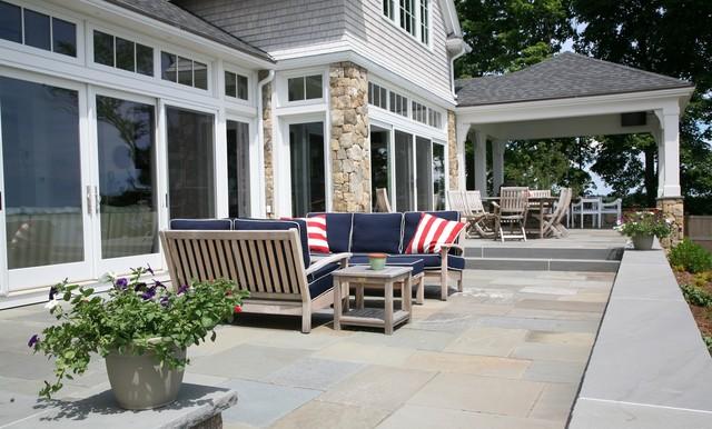 Example of a classic patio design in Boston