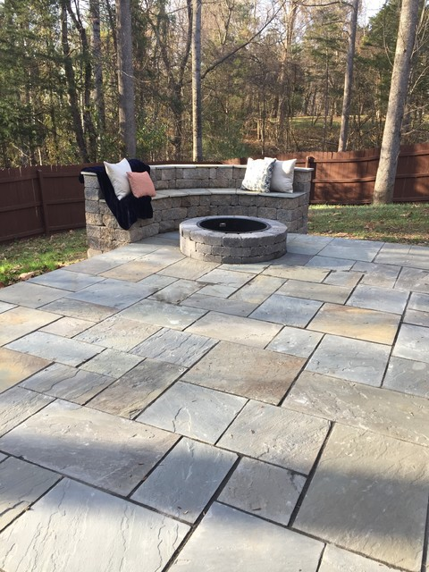 Bluestone patio fire pit for Blue stone patio with fire pit