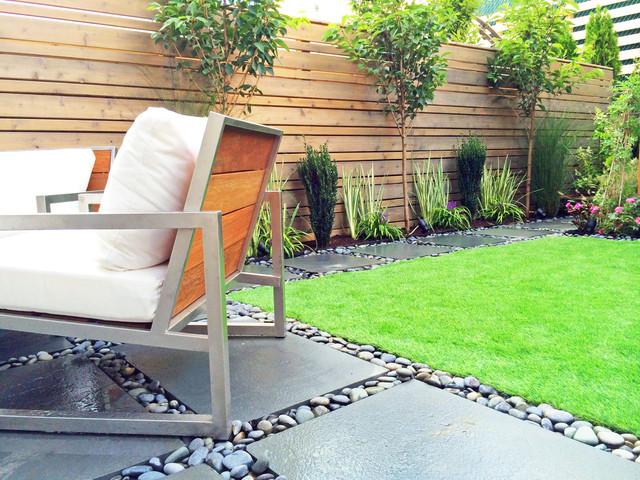 Boerum hill brooklyn townhouse backyard bluestone patio for Townhouse garden ideas