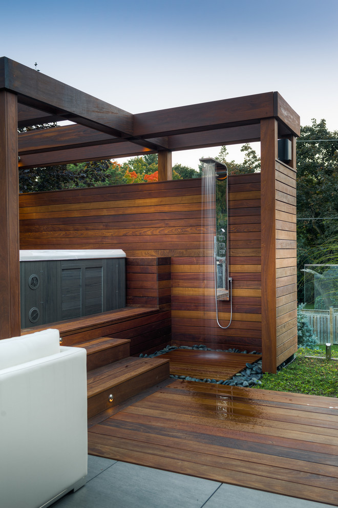 Mid-sized trendy backyard outdoor patio shower photo in Toronto with no cover