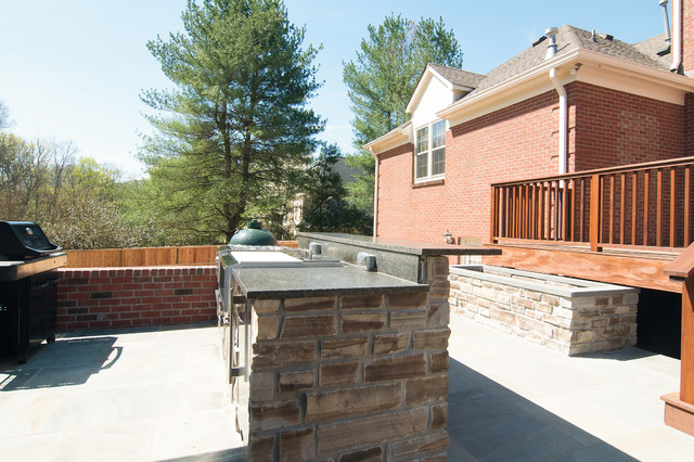 Example of a mountain style patio design in Nashville