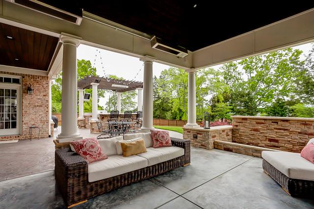 Brentwood Patio and Outdoor Kitchen mediterranean-patio