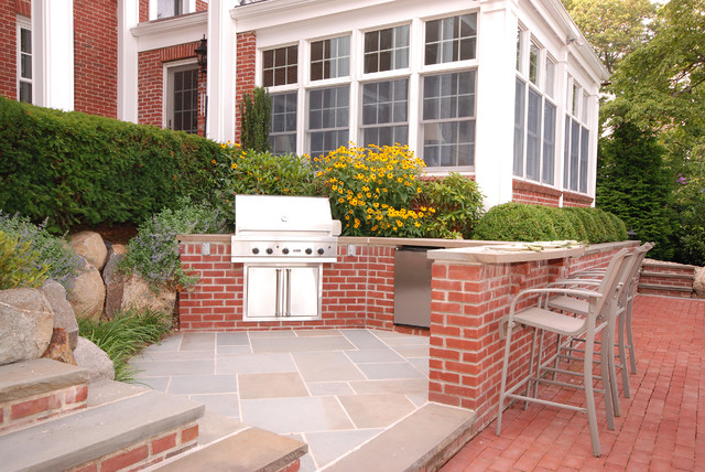Brick bluestone outdoor kitchen transitional patio for Red brick patio ideas