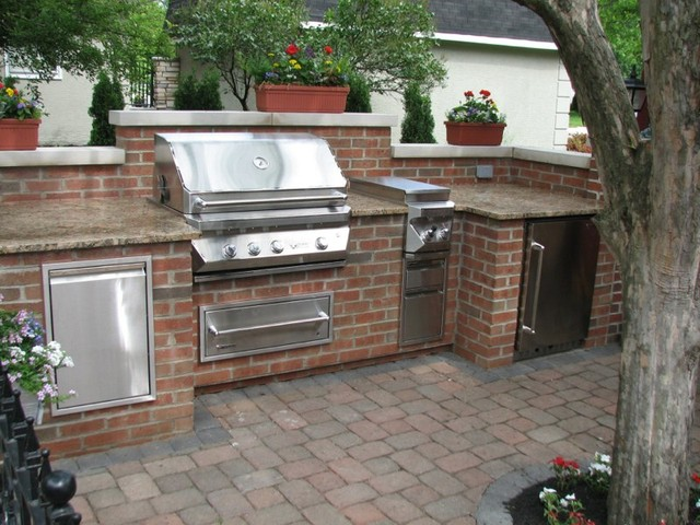 Brick granite limestone outdoor kitchen traditional for Outdoor kitchen brick design