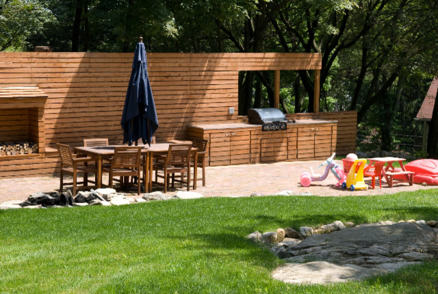 Brick patio with modern wood privacy wall contemporary for Wooden privacy walls for patios