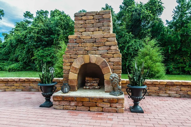 Brittsan House (by: Tolaris Homes) traditional-patio
