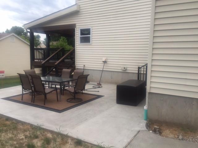 Broom finish concrete patio Ballwin, Missouri