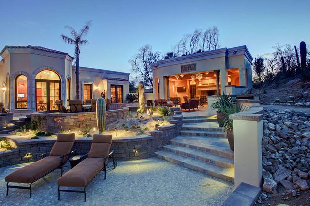 Brownhouse mediterranean-patio