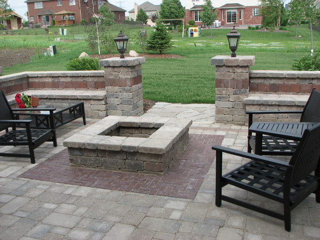 Built-In Grill, Bar, Firetable, Fire Pit, and other Kits traditional-patio