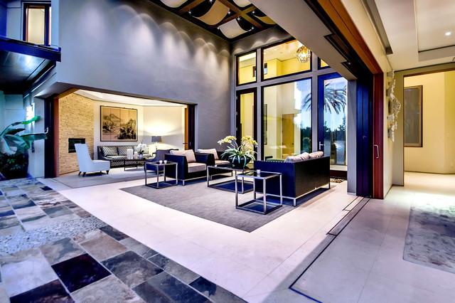 California Home modern patio