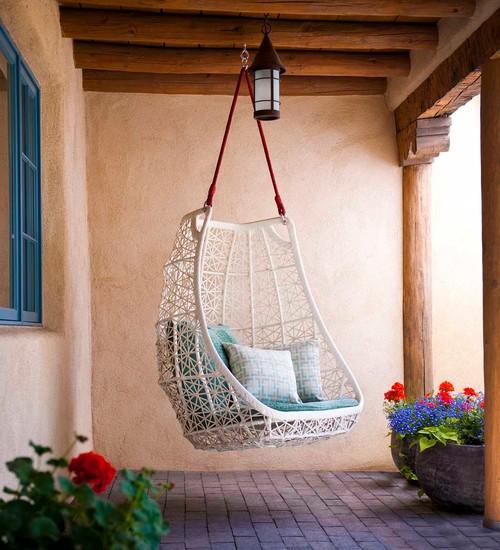 Outdoor patio swinging chair