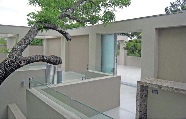 Cantoni House Motion modern-patio