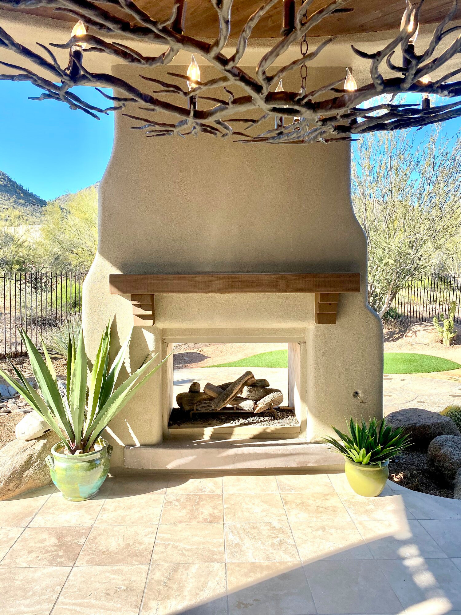 Example of a transitional patio design in Phoenix