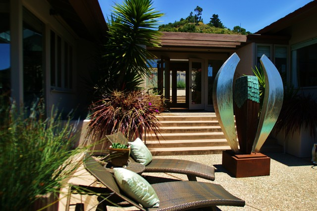 Carmel Valley and Santa Lucia Mountains eclectic-patio