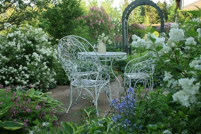 ptio tradicional por Aiken House & Gardens