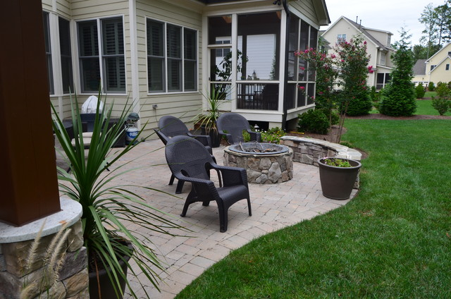 Cary outdoor living room traditional-courtyard