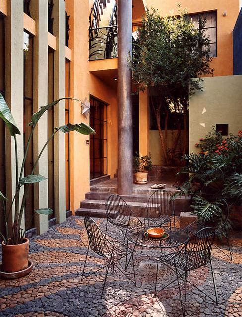 Casa de las Estrellas contemporary-patio