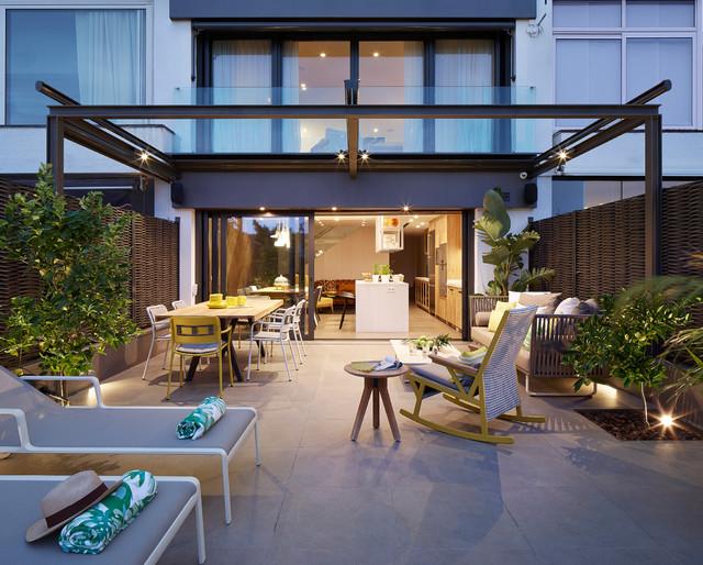 Casa Inteligente Vilassar de Dalt contemporary-courtyard