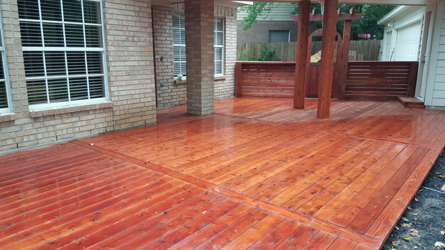 Cedar Deck And Gate With Sikkens Mahogany Stain Traditional Patio
