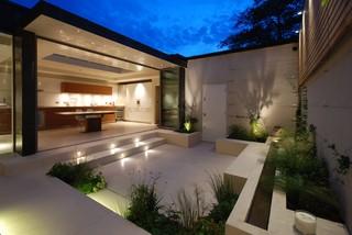 Chelsea Courtyard Garden - Contemporary - Patio - London