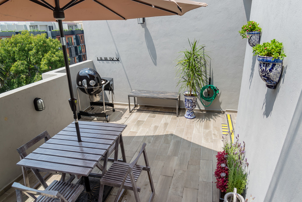 Example of a transitional patio design in Mexico City